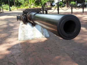 Cannon of the Sea Eagle, Papeete/Tahiti, Kanone der Seadler in Papeete/Tahiti