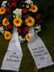 Schleife der Luckner Gesellschaft zum 40. Todestag des Grafen